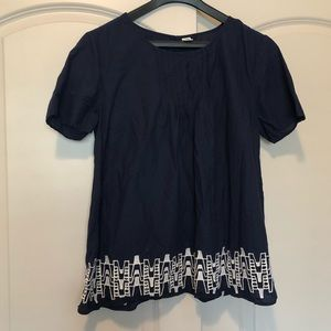 Women's flowy navy and white top